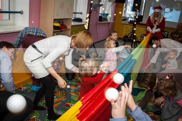 zimowa zabawa przedszkolaków